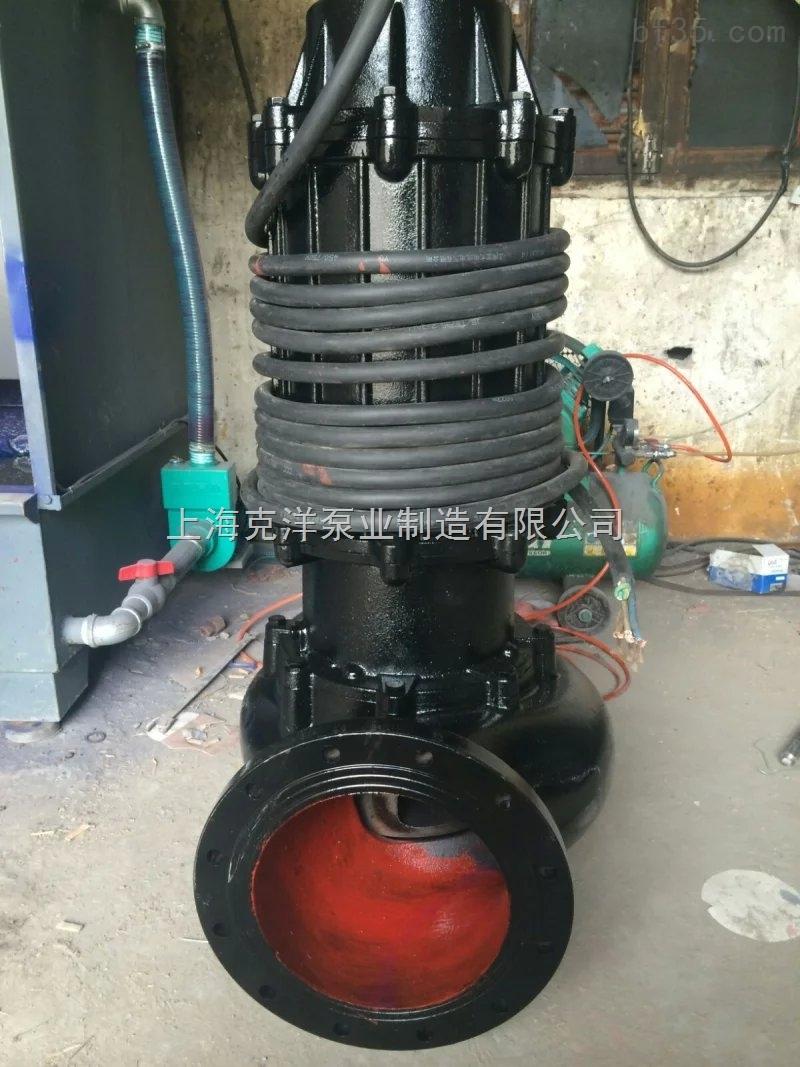 WQ潜水排污泵各项性能指标均达到国家标准同类产品水平。由于采用独特的单通道叶轮,动密封件采用两组特殊材料的硬质合金机械密封装置,电机用油室隔开,因而具有无堵塞、高效率、节能显著等特点,是我国泵类更新换代的最新产品。 WQ潜水排污泵特别适用于经常移动或临时急用场合,不用固定安装,套上橡胶管,接上管子放入水底摆平即可 1、采用双叶片叶轮结构,大大提高了污物的通过能力 2、机械密封采用新型磨檫副,并长期处入油室内运行; 3、整体结构紧凑、体积小、噪声小、节能效果显著,检修方便,方便用户更换; 4、自动控制柜可以